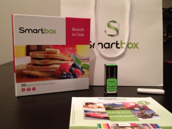 cofanetto regalo smartbox e smalto deborah